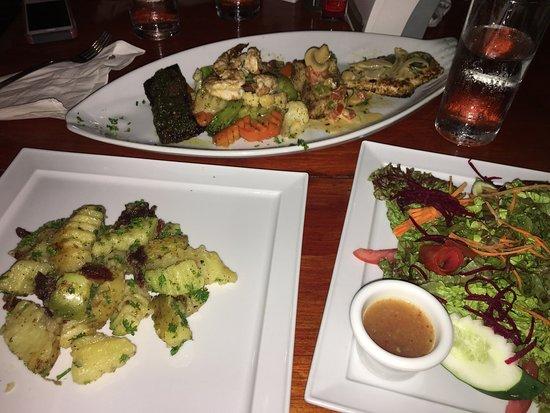 El Buen Gusto Restaurant: Tiene platos muy buenos y sabrosos como el pollo en salsa jalapeña ,pescado a la costa brava, la