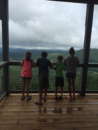 Todd, Carolina del Norte: Kids enjoying the million dollar view