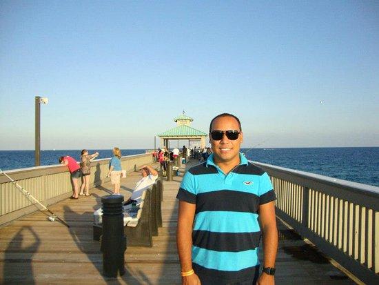 Deerfield Beach International Fishing Pier: pier