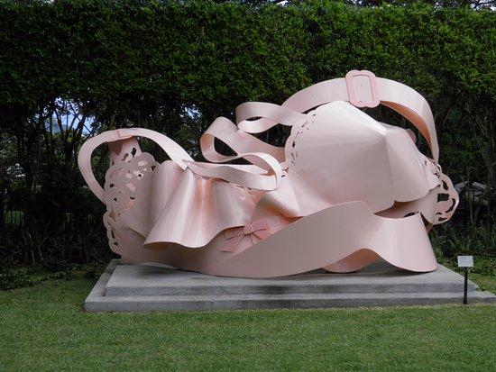 Honolulu Museum of Art Spalding House: On site sculpture