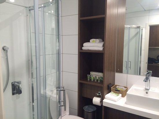 Gore, Νέα Ζηλανδία: Clean, modern bathroom