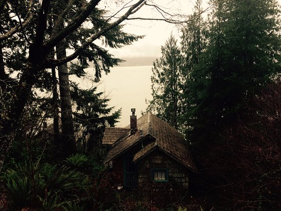 Amanda Park, WA: View of lake and Cabin Angeles