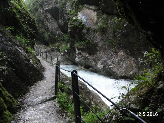 Tolmin Gorge: Walking along the gorge