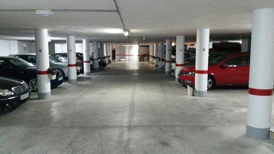 Parking de coches y mobiliario de hotel picture of hotel la cumbre puerto de mazarron - Hotel la cumbre puerto de mazarron spain ...