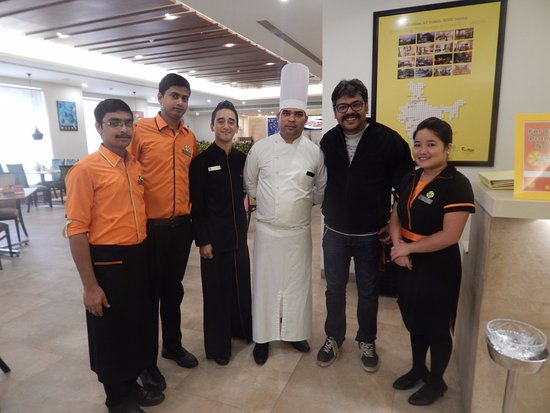 With Sindi Pawan Swaraj Ved Vyas And The Chef Picture Of Lemon