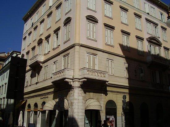 Opicina Tramway: Casa Bianca de Korvin- Trieste-