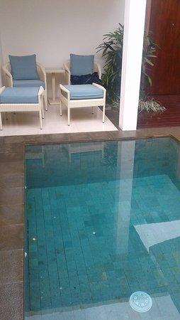Puri Mesari Hotel & Suites: privé zwembad Bij de suite