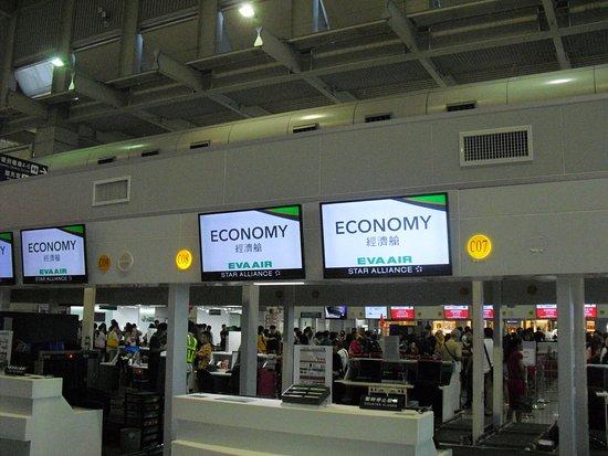 Xiaogang, Kaohsiung: 空港カウンター。国際線出発ロビーは小さいです。
