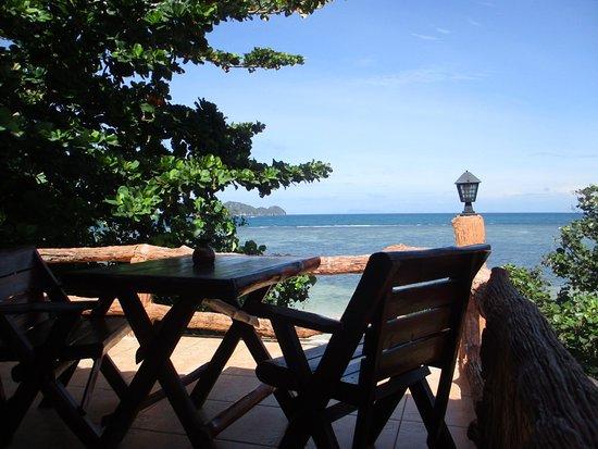 Pimmada Hut: Family Room balony and view