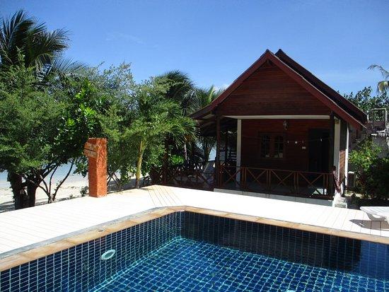 Pimmada Hut: The beachfront bungalow beside pool