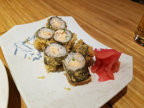 Kimono Japanese Restaurant : Salmon roll tempura (I think)
