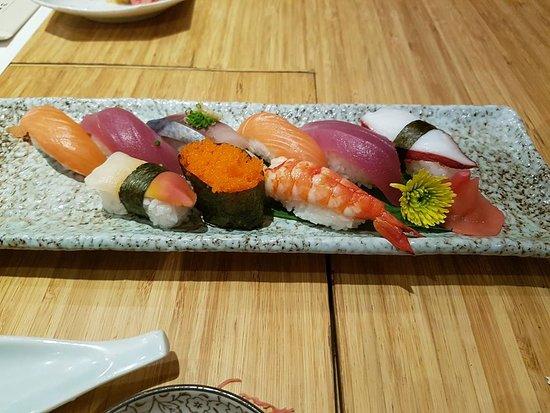 Kimono Japanese Restaurant : sushi platter
