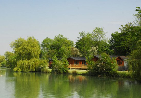Suffolk, UK : Beautiful Lakefront lodges