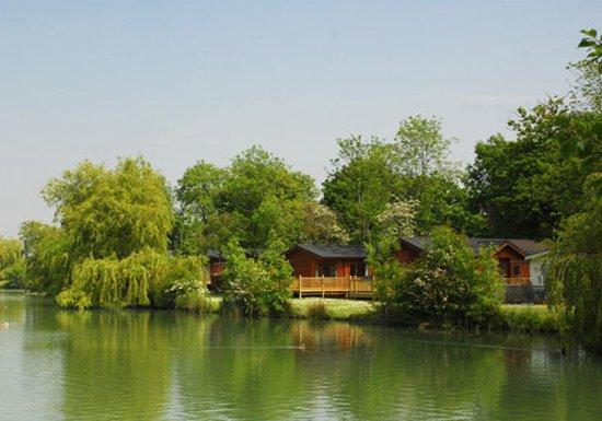 Suffolk, UK: Beautiful Lakefront lodges