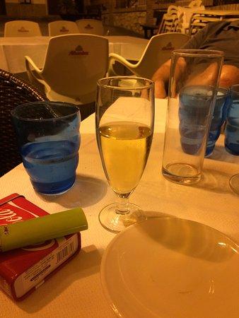 Canillas de Aceituno, Spanyol: cava en fin de repas offert par la maison