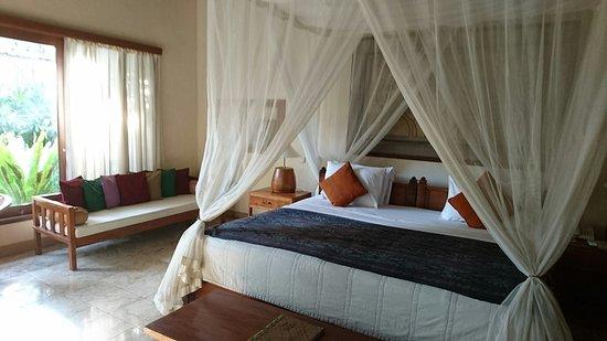 Nefatari Exclusive Villas: 廣敞舒適的大床&室外浴缸
