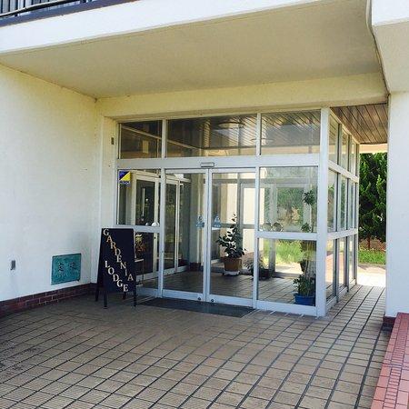 Shirako-machi, Japon : 九十九里浜に、素敵なロッジがありました。 会社寮を買い取り、リノベーションしたガーデニアロッジ。気持ち良く眠れる。ただし、エレベーター無いのとセルフが多いです。ぼくは、そこがとても気に入りまし