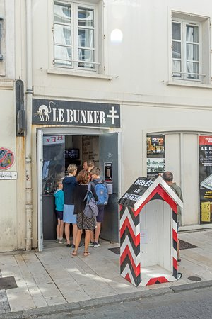 "Le Bunker de La Rochelle: Entrance to the ""Le Bunker"" museum in La Rochelle"