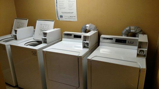 La Quinta Inn & Suites Glenwood Springs: Laundry