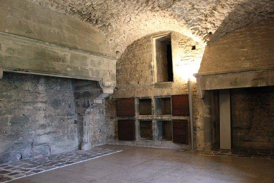 cucina con camini e scaldavivande - Foto di Castello di Verrès ...