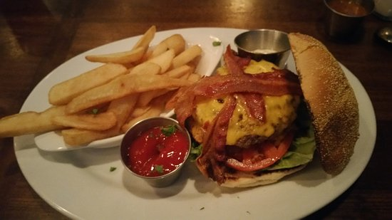 Кингзланд, Джорджия: Bacon Cheeseburger- ask for their 5 Sauce on the side!
