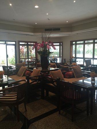 Le Grove Serviced Apartments: Breakfast dining area