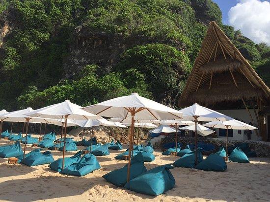Goddess Retreats: Day trip to Uluwatu Private Beach Club...fab