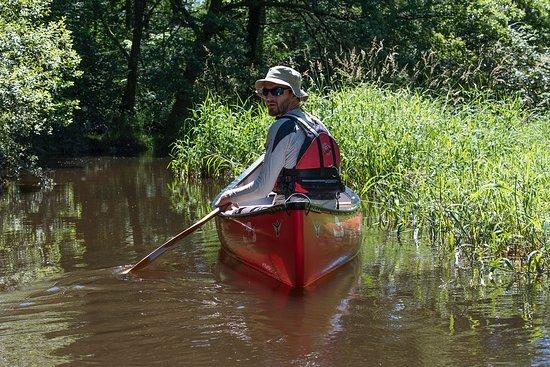 Lormes, France : Notre guide Mathieu dans un recoin du Lac de Chaumeçon