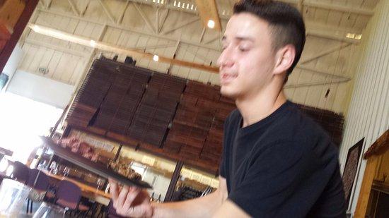 יקב לוטם: Dekel - one great waiter.
