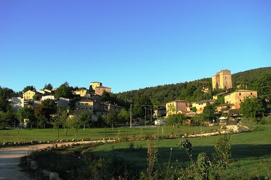 Rosia, Italy: Sight from the main road on Stigliano and the Castello