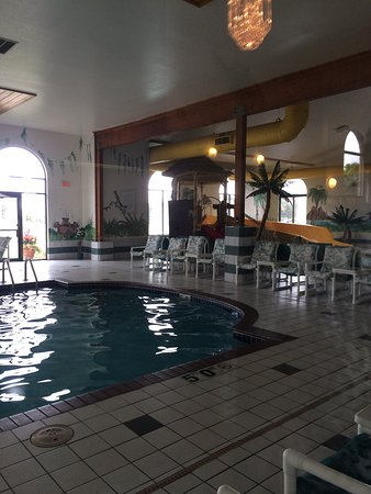 Alakai Hotel and Suites: This hotel is great! Very clean and cool tropical decorations. The pool and kids swimming area i