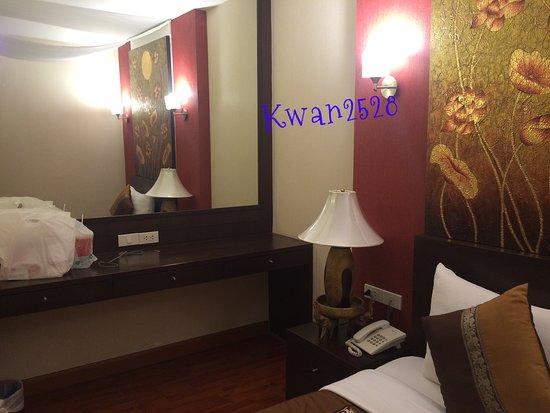 Mirth Sathorn Hotel-bild