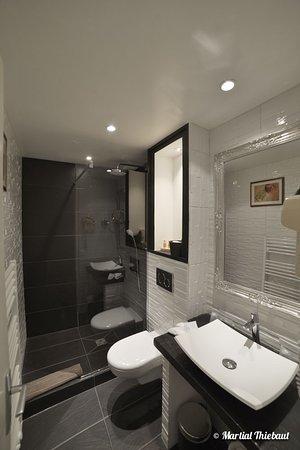 Le Mas des Romarins : Salle de bain