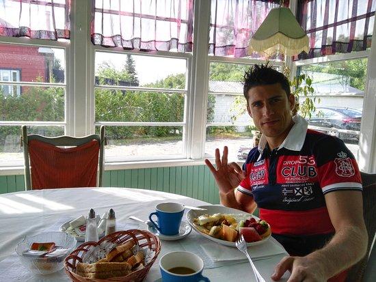 Saint-Jean-des-Piles, كندا: Breakfast moment