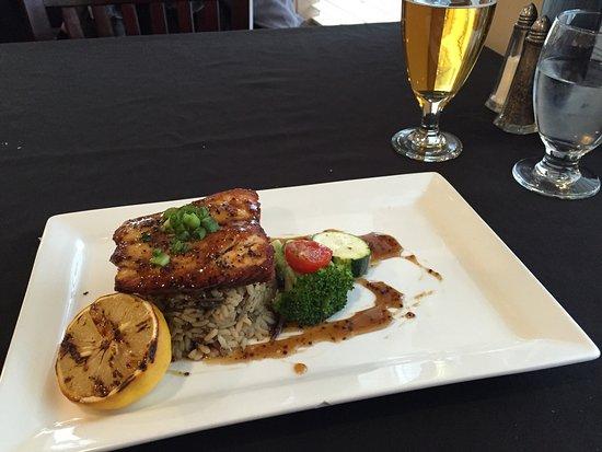 Water's Edge Seafood & Steakhouse: photo1.jpg