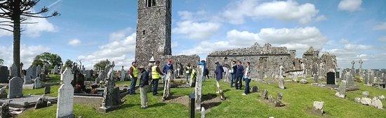 Слейн, Ирландия: a free tour in progress