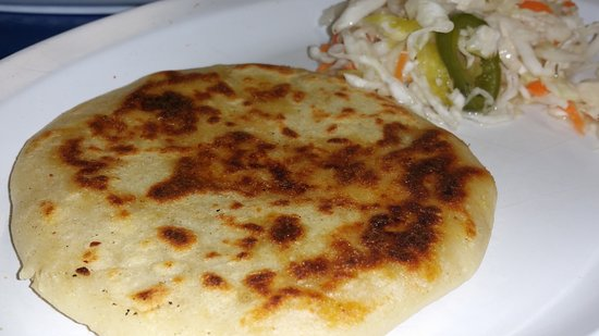 เกรตเนค, นิวยอร์ก: Pupusa vuelta. There's a pork and cheese layer of filling inside this. An A+ food. Homemade.