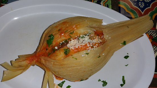 Great Neck, Νέα Υόρκη: Chuchitos de pollo: A country style tamale. The masa was moist and delicious, but too much of it