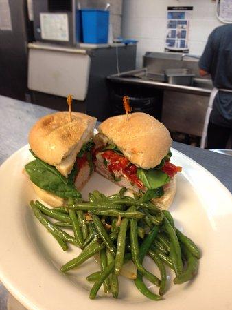 Hampstead, Kuzey Carolina: Chicken Mozzarella Sandwich