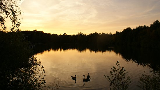 Center Parcs De Kempervennen: Sunset over the lake where the Boat-Houses were located.
