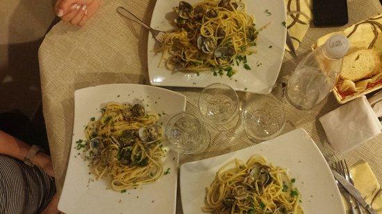Trattoria Concordia: spaghetti vongole e granella di pistacchio