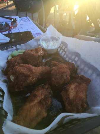 Sunny Bank Restaurant: Trivia Nights and Wings