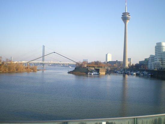 Hyatt Regency Dusseldorf: Et kik på Rhinen
