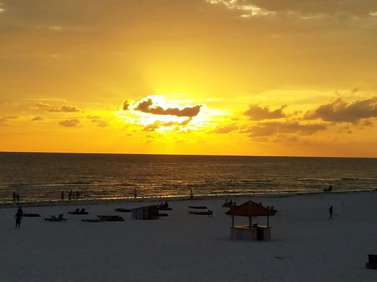 Dolphin Beach Resort: 20160702_201514_large.jpg