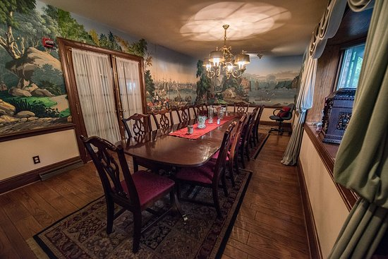 Dresden, OH: Formal Dining with Handpainted Wallpaper