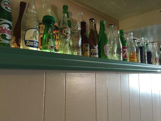 ฟิลล์มอร์, ยูทาห์: Old soda bottles