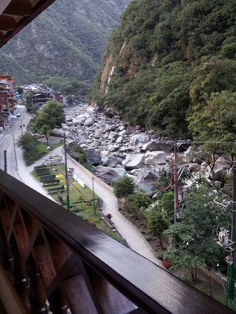 Santuario Hotel: Balcón de la habitación de cara al río y montaña