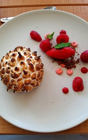 Newport-on-Tay, UK: Raspberry, sorrel, vanilla and meringue