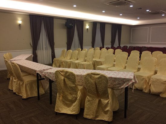 A nice meeting rooms for training or conference lunch or night a nice meeting rooms for training or conference lunch or night events at merdeka hotel junglespirit Gallery