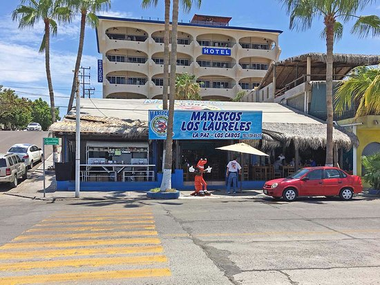 Mariscos Los Laureles : Exterior view from the Malecón across the street.